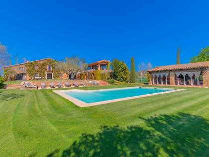 1,415m² Country house with 3,500m² garden for sale in Baix Empordà