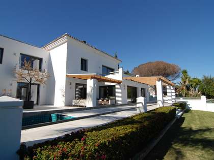 Villa zum Verkauf in Nueva Andalucia, Marbella