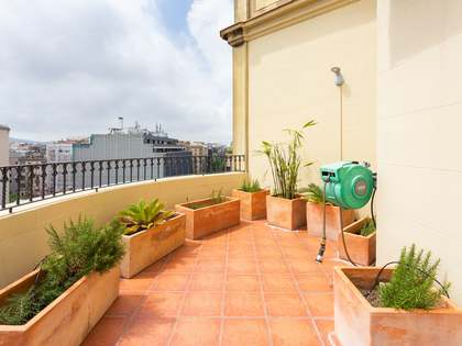 140m² apartment with 33m² terrace for sale in Eixample Right