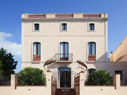 Small hotel or large historical villa for sale near Sitges