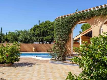 Дом / Вилла 330m² на продажу в Dénia, Costa Blanca