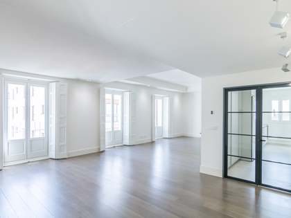 214m² Apartment with 42m² terrace for rent in Castellana