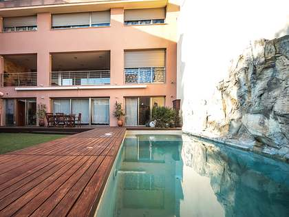 Дом / Вилла 522m², 140m² Сад на продажу в Виланова и ла Жельтру