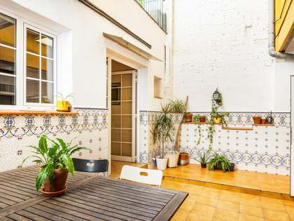 125 m² apartment with 19 m² terrace for sale in Gràcia
