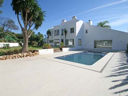 Modern 5-bedroom golf villa to buy in Aloha, Nueva Andalucia