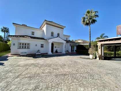 Maison / Villa de 550m² a vendre à San Pedro de Alcántara / Guadalmina avec 1,115m² de jardin