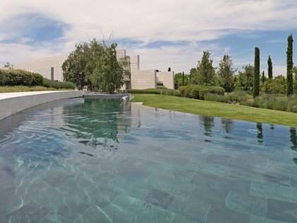 Huis / Villa van 2,709m² te koop met 10,000m² Tuin in Pozuelo