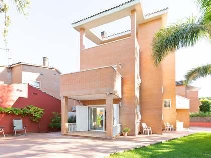 Huis / Villa van 323m² te koop in La Pineda, Barcelona