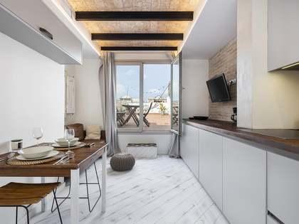 Ático con 60 m² de terraza en alquiler en Eixample Derecho