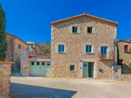 Casa di campagna di 270m² con 30m² terrazza in vendita a Baix Emporda