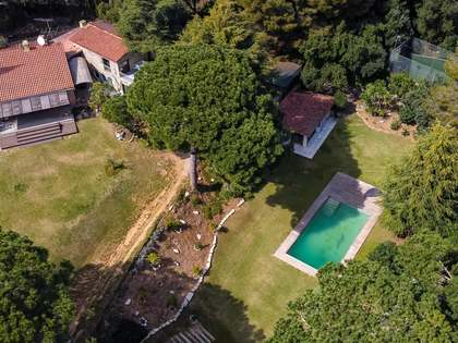 Дом / Вилла 557m², 3,400m² Сад на продажу в Сан Андреу де Льеванерас
