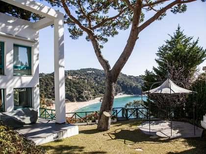 Modern första raden Costa Brava villa att köpa i Lloret de Mar