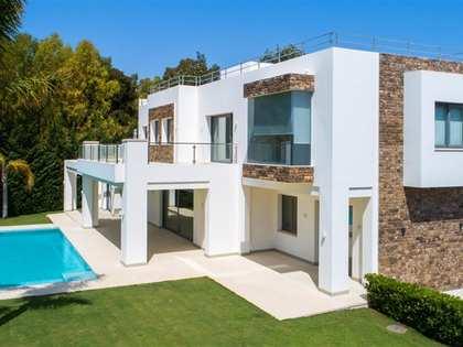 casa / villa de 903m² con 1,539m² de jardín en venta en San Pedro de Alcántara / Guadalmina