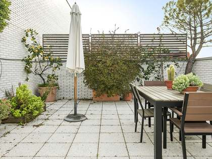 235 m² penthouse with 88 m² terrace for rent in Turó Park