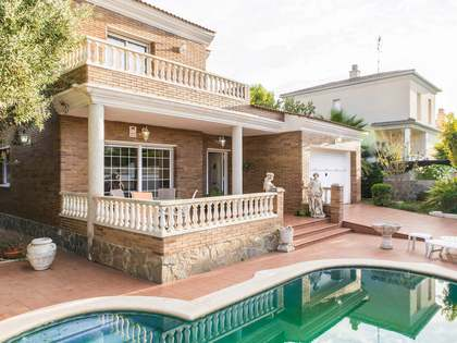 220m² House / Villa for sale in Cubelles, Barcelona