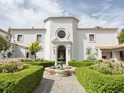 1,305m² House / Villa with 250m² terrace for sale in San Pedro de Alcántara / Guadalmina