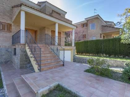 Huis / Villa van 328m² te koop in Paterna, Valencia