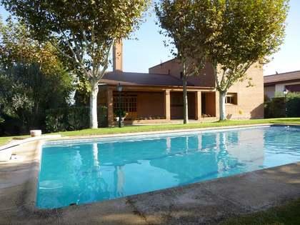 640m² Hus/Villa till salu i Pozuelo, Madrid