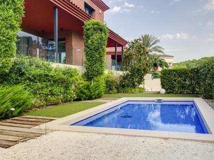 Huis / Villa van 419m² te koop in Urb. de Llevant