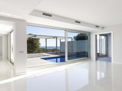 Modern apartment for sale in Casas del Mar near Sitges
