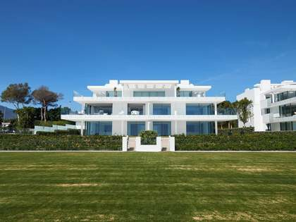 298m² Apartment with 80m² terrace for sale in Estepona