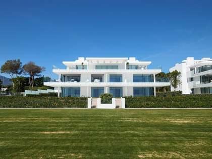 Piso de 298 m² con 80 m² de terraza en venta en Estepona