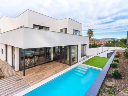 232m² House / Villa for sale in Els Cards, Barcelona