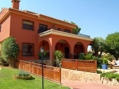 Villa de 340 m² en venta en La Eliana, Valencia