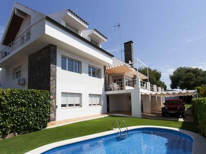 456m² house for sale in Vallpineda, Sitges