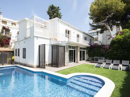 167m² House  with 195m² garden for sale in Sitges Town