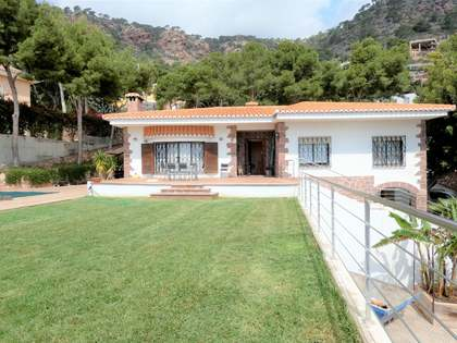 House with 823 m² garden for rent in Playa Sagunto