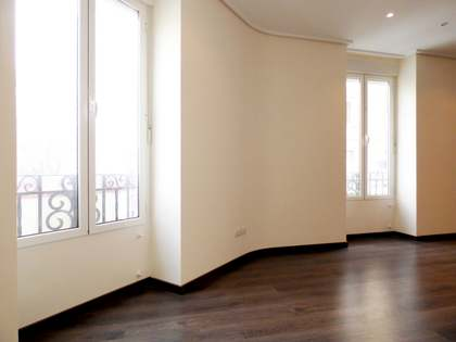 Renovated apartment to buy on Avenida Reino de Valencia
