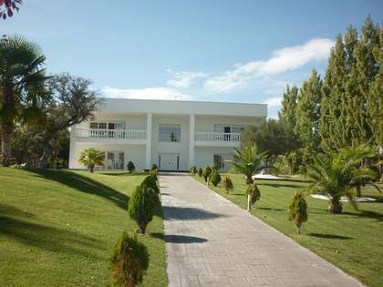Bright, airy villa for sale in the Ciudalcampo area, Madrid