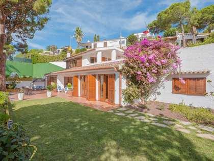 Дом / Вилла 200m² на продажу в Льорет де Мар / Тосса де Мар