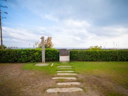 Huis / Villa van 276m² te koop met 33m² Tuin in Gavà Mar