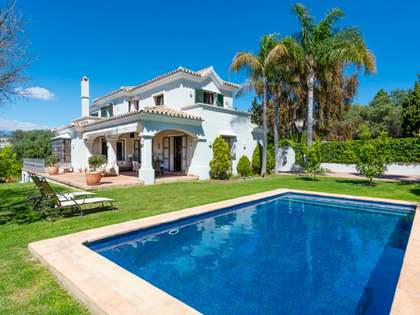 Villa de 404m² de jardín en venta en San Pedro de Alcántara