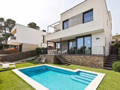 302m² House / Villa with 490m² garden for sale in Sant Cugat