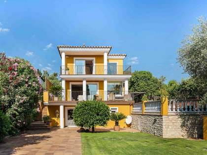 384m² House / Villa with 33m² terrace for sale in Sant Cugat