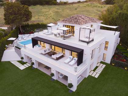 516m² House / Villa with 360m² terrace for sale in Nueva Andalucía