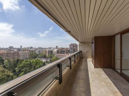 335m² Penthouse with 30m² terrace for sale in El Pla del Real