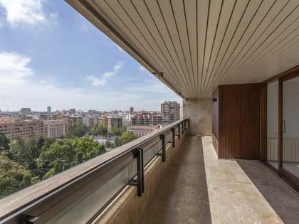 Penthouse van 335m² te koop met 30m² terras in El Pla del Real
