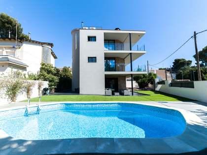 Huis / Villa van 298m² te koop met 235m² Tuin in Montemar