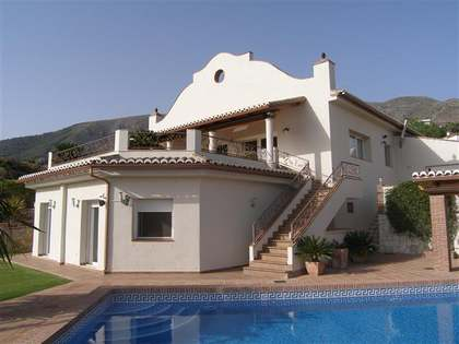 298m² 4-bedroom villa for sale in Mijas