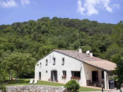 Restored masia to buy with large plot in Montnegre, Maresme Coast