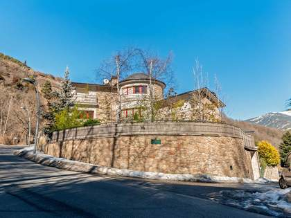 983m² House / Villa for sale in La Massana, Andorra
