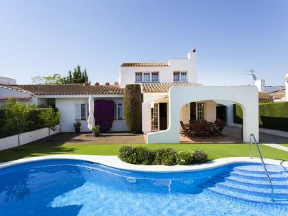 244m² villa for sale in Sant Pere Ribes, Sitges