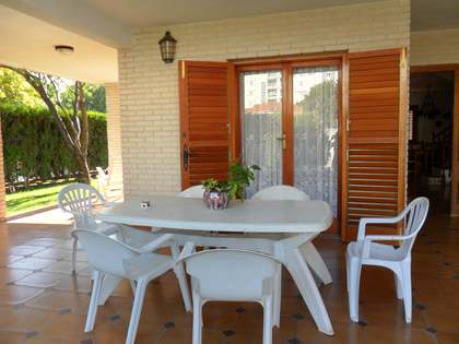203m² House / Villa for sale in Playa Sagunto, Valencia