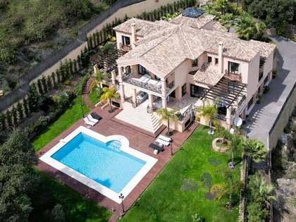 Casa de seis dormitorios en venta en El Madroñal, Marbella