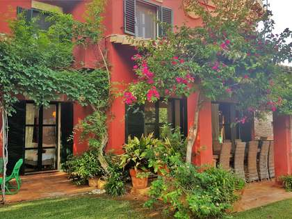 Colonial style villa for rent in Denia
