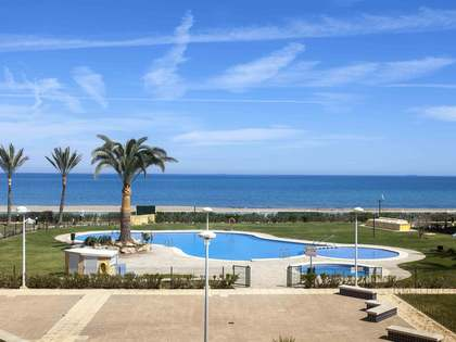 Seafront apartment for sale with direct Access to the sea